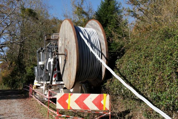 Fiber-optic cable being rolled out in Europe. Credit: PHILIPIMAGE/Shutterstock