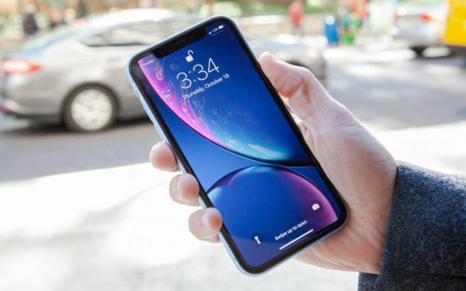 מכשירי iPhone הכי נעולים: iPhone XR