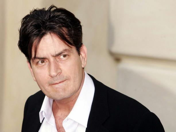 Charlie Sheen, el factor X, Cruz Roja (2016)