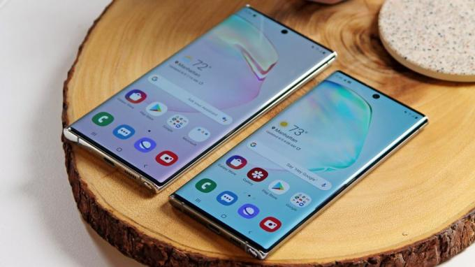 Galaxy Note 10 Plus (sol) ve Galaxy Note 10