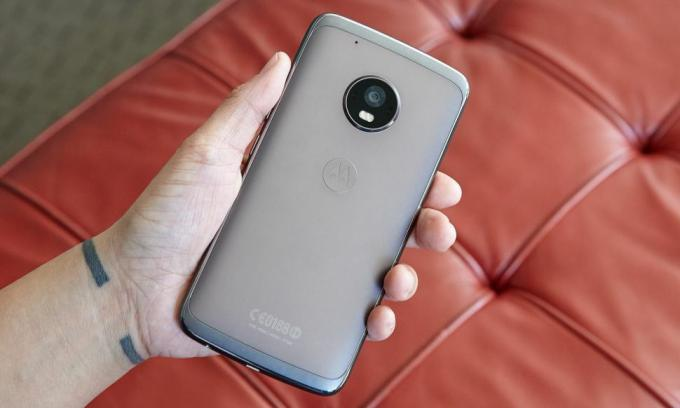 Moto G5 Plus (Credit: Jeremy Lips / Tom's Guide)